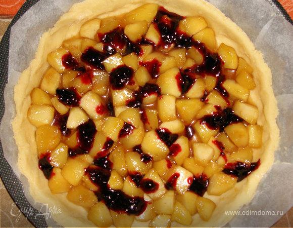 Яблочный пирог с посыпкой