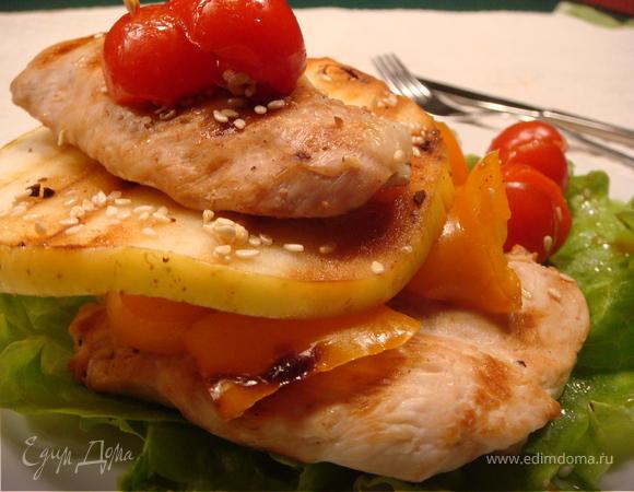Курица с яблоками и перцем
