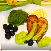 Сомик со шпинатом под соусом из авокадо.