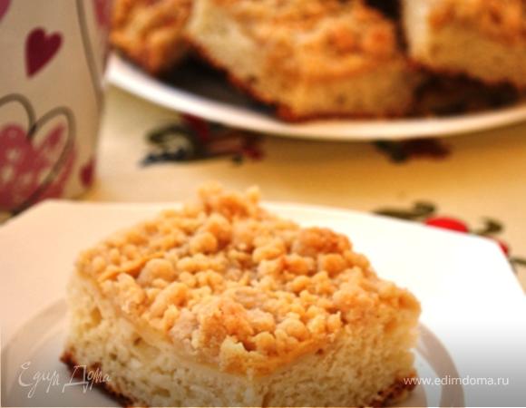 Творожный пирог с яблоками и сладкой крошкой
