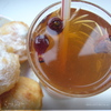 Янтарный напиток из шиповника для детей