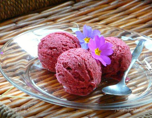Легкое ягодное мороженое