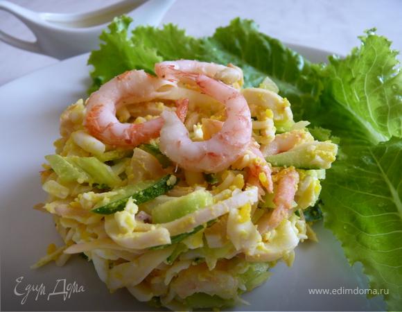 Салат с креветками, кальмарами и домашним майонезом
