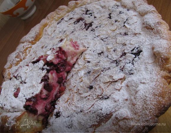 Легкий открытый пирог с вишней