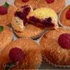 Бисквитные кексы с малиной и вишней