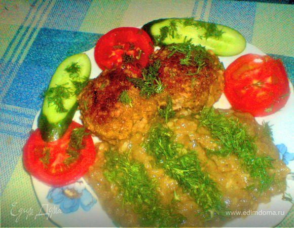 Рубленое мясо с сыром и закуской из овощей