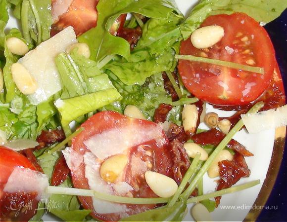 Салат с руколой и кедровыми орешками