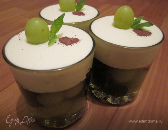 Десерт из сливок и винограда