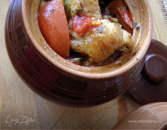 Курица в горшочках, томлёная с овощами