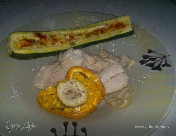 Лодочки из Болгарского перца, фаршированные кукурузой и фейхоа + запеченный цукини и отварная рыба в чесночном бульоне