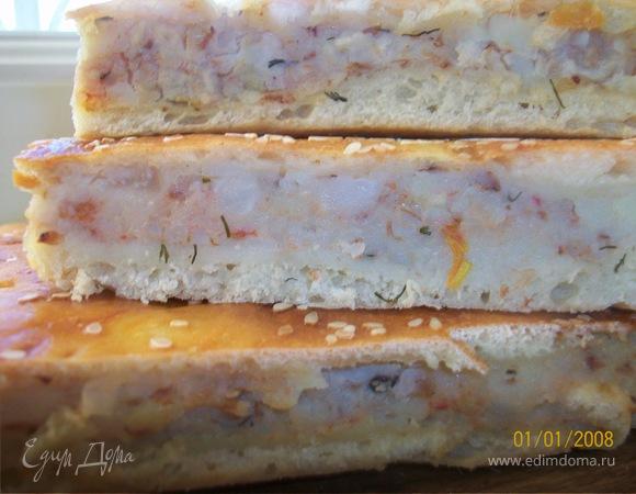 Пирог из дрожжевого теста с картофелем, гречкой и укропом