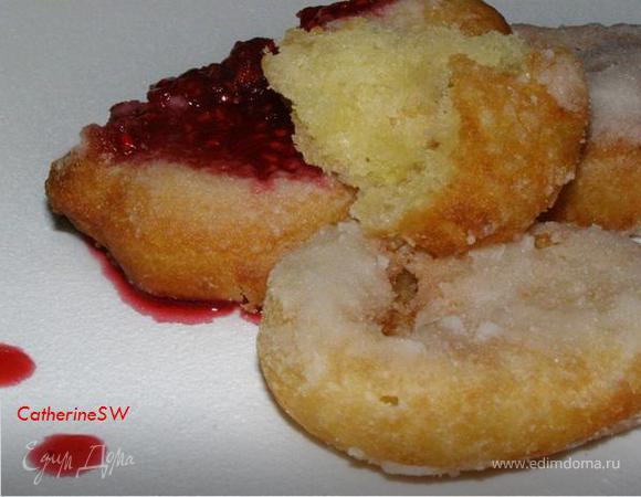 Пончики бюни с малиновым вареньем