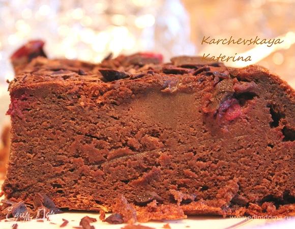 Шоколадный торт с вишней