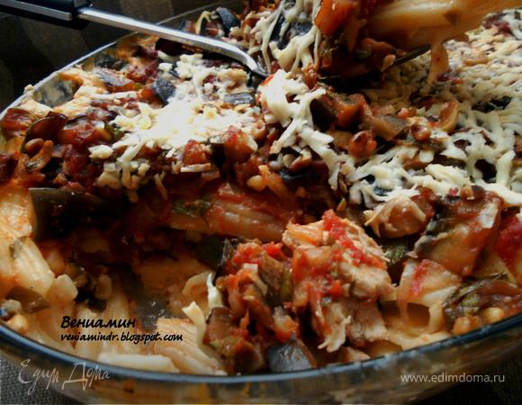 Паста, запеченная со сливочно-куриным соусом и капонатой