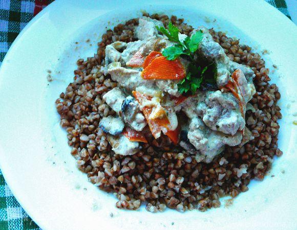 Ароматное рагу из свинины и грибов