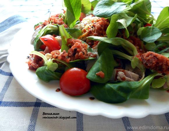 Cалат с курицей, рисом и томатно-базиликовой ледяной крошкой