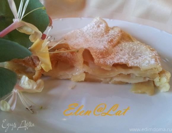 Слоеный пирог с яблоками и грушей