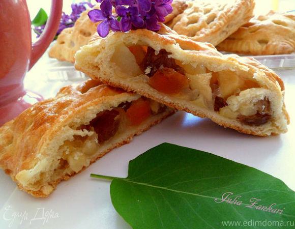 Мини-пироги с яблоками, грушами и сухофруктами