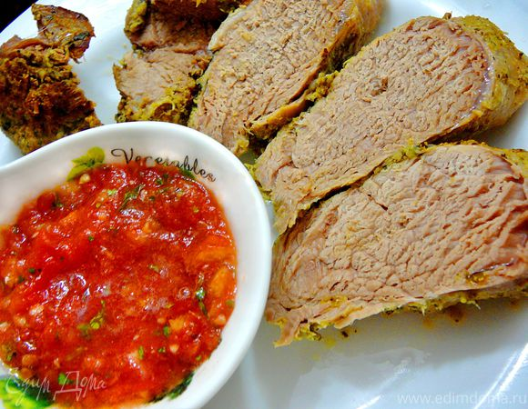 Свиная вырезка маринованная в кинзе и томатная сальса