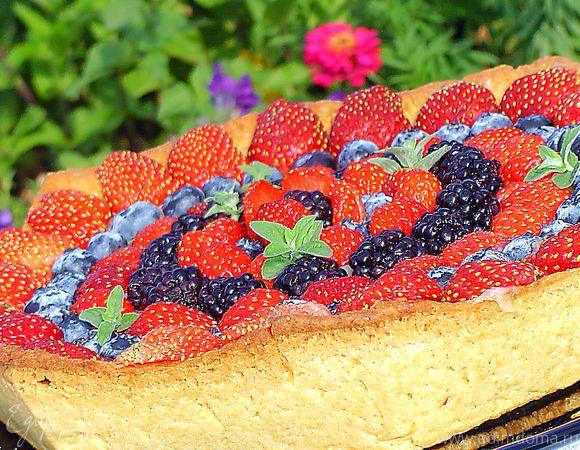 Кростата с ягодами и заварным кремом
