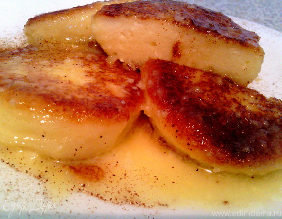 Нежные сырники с ванилью, томленные в сливочном соусе