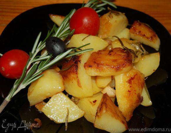 Картофель, запеченный с чесноком и розмарином
