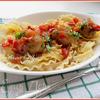 Тефтельки с пастой мафальдине в пикантном соусе