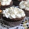 шоколадно-творожные кексы с брусникой