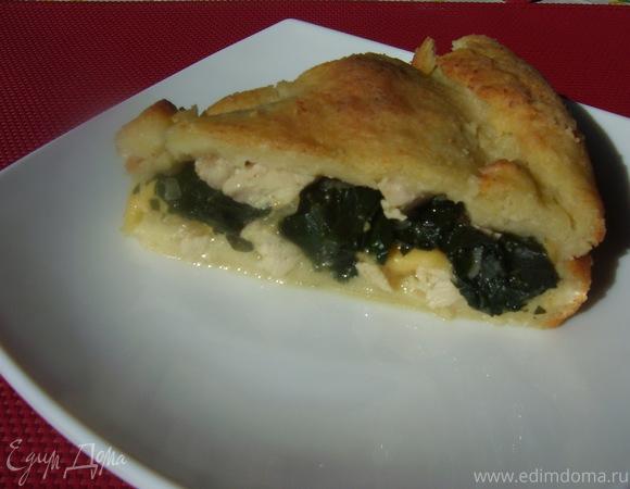 Пирог с куриной грудкой, сыром и ботвой