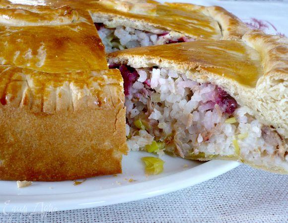 Пирог с тунцом и брусникой «Обыкновенное чудо»