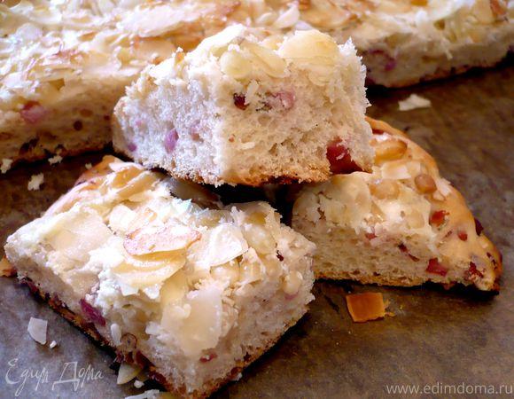 Сливочный пирог с беконом и кедровыми орехами «Есть в графском парке...»