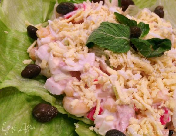 Салат с тунцом и крабовыми палочками