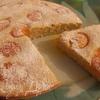 Пирог из кабачкового теста с абрикосами