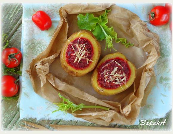 Картофель, фаршированный с сырно-грибным соусом (с сыром Джюгас)