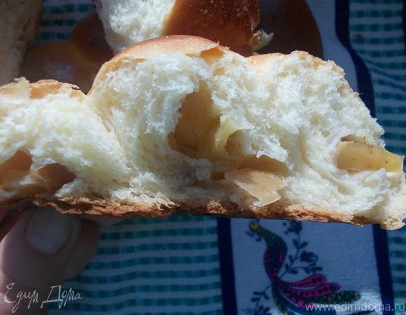 Яблочная коса из картофельного теста