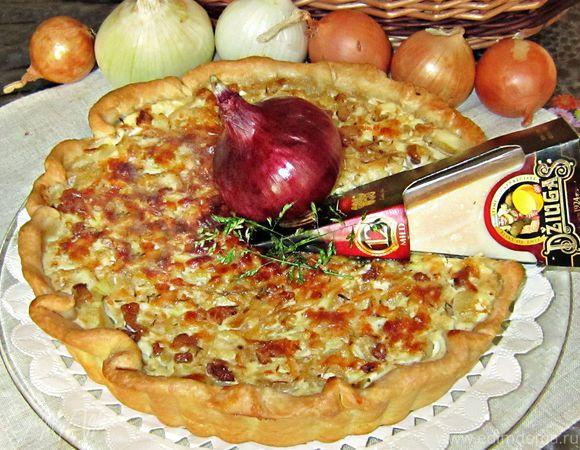 Луковый пирог со шпиком и сыром Джюгас