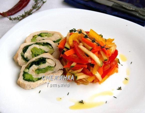 Цветное карпаччо из овощей с рулетом из курицы, брокколи и шпината