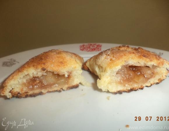 Творожные пирожки с яблоками и корицей