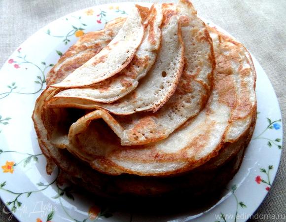 Дрожжевые блины с луково-сырной начинкой