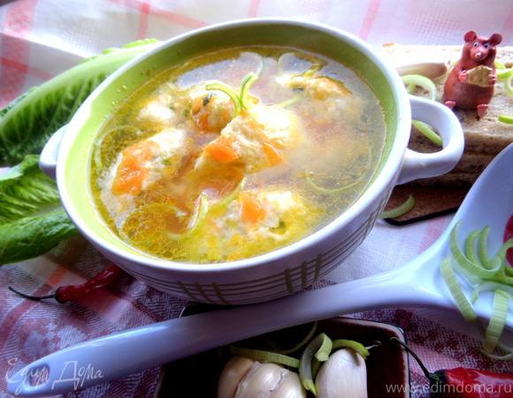 Куриный суп с рисово-сырными клецками