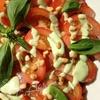 Салат с персиками и помидорами