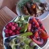 Овощное ассорти с ягодами