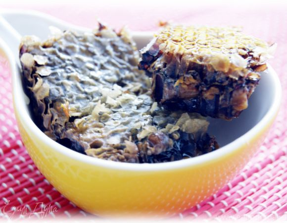 Медовый кекс (леках) под карамельным соусом