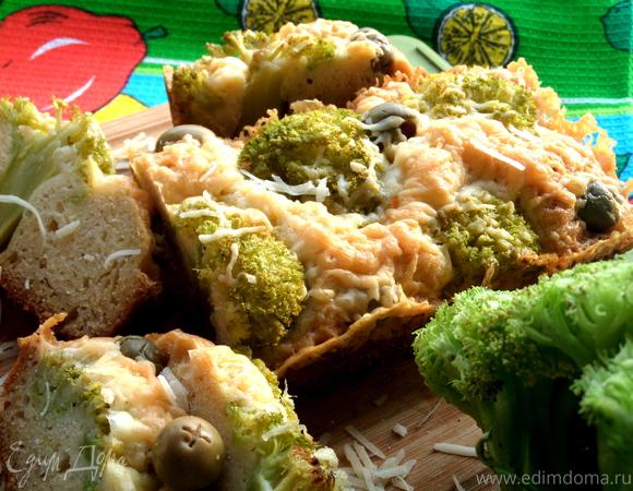 Кекс с брокколи, оливками и пармезаном