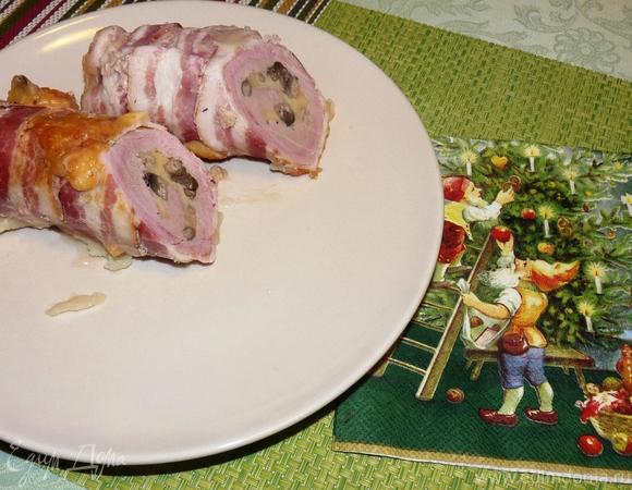 Рулет из свиной вырезки в беконе