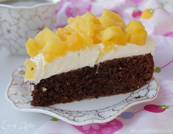 Шоколадный торт с манго, маскарпоне и орехами