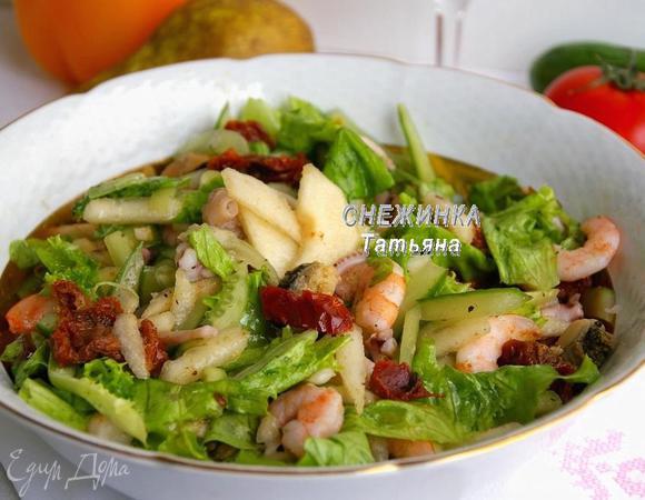 Салат из морепродуктов с грушей и вялеными томатами