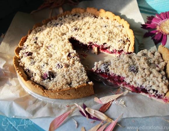 Постный ягодный пирог с крошкой