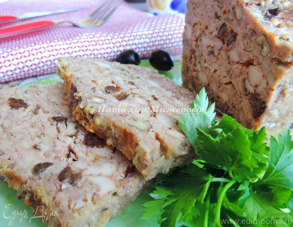 Куриный хлебец с орехами и черносливом