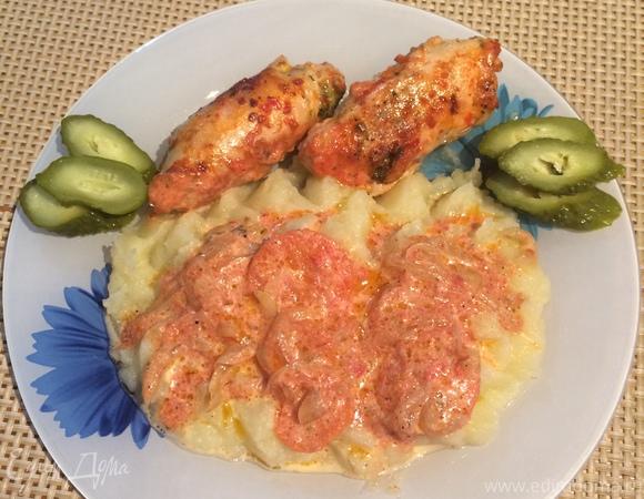 Куриные рулетики в томатно-сливочном соусе